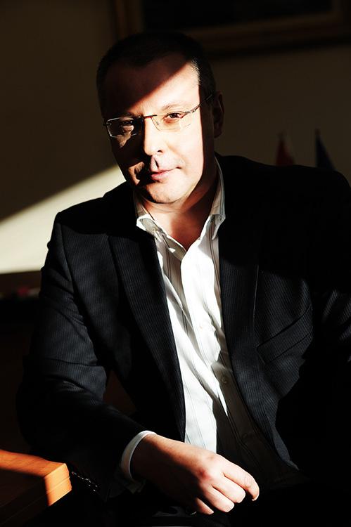 """Портрет на политика и примиер на Р.България 2005-2009г, заснет от фографа Дилян Марков за книгата """"Модела на успеха 22"""" 2011г."""
