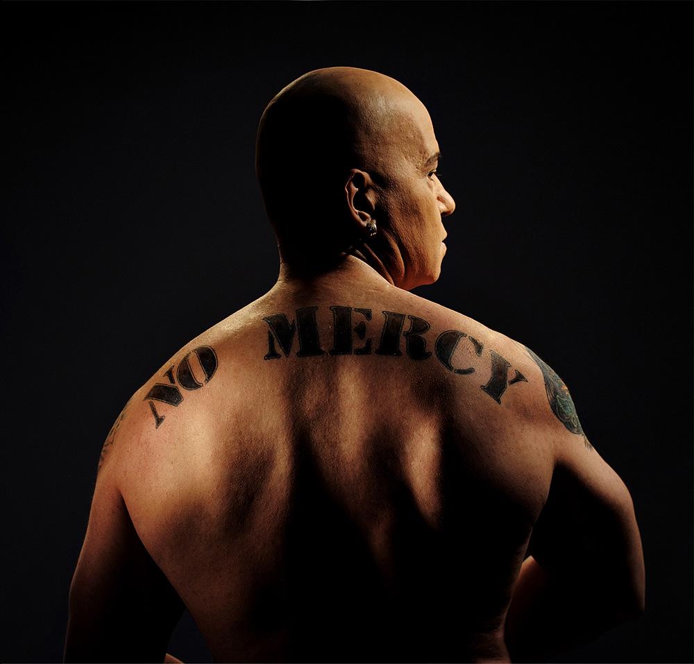 """Портрет на тв. водещ и продуцент Слави Трифонов, заснет от фотографа Дилян Марков за обложка на музикалният албум """" NO MERCY"""" 2008г."""