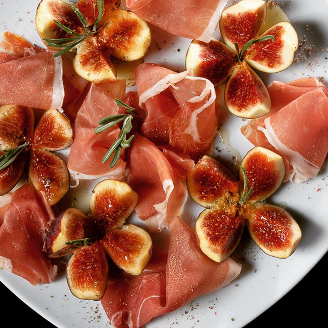 Прошуто със смокини от Adella ristorante by Gabriele Federici