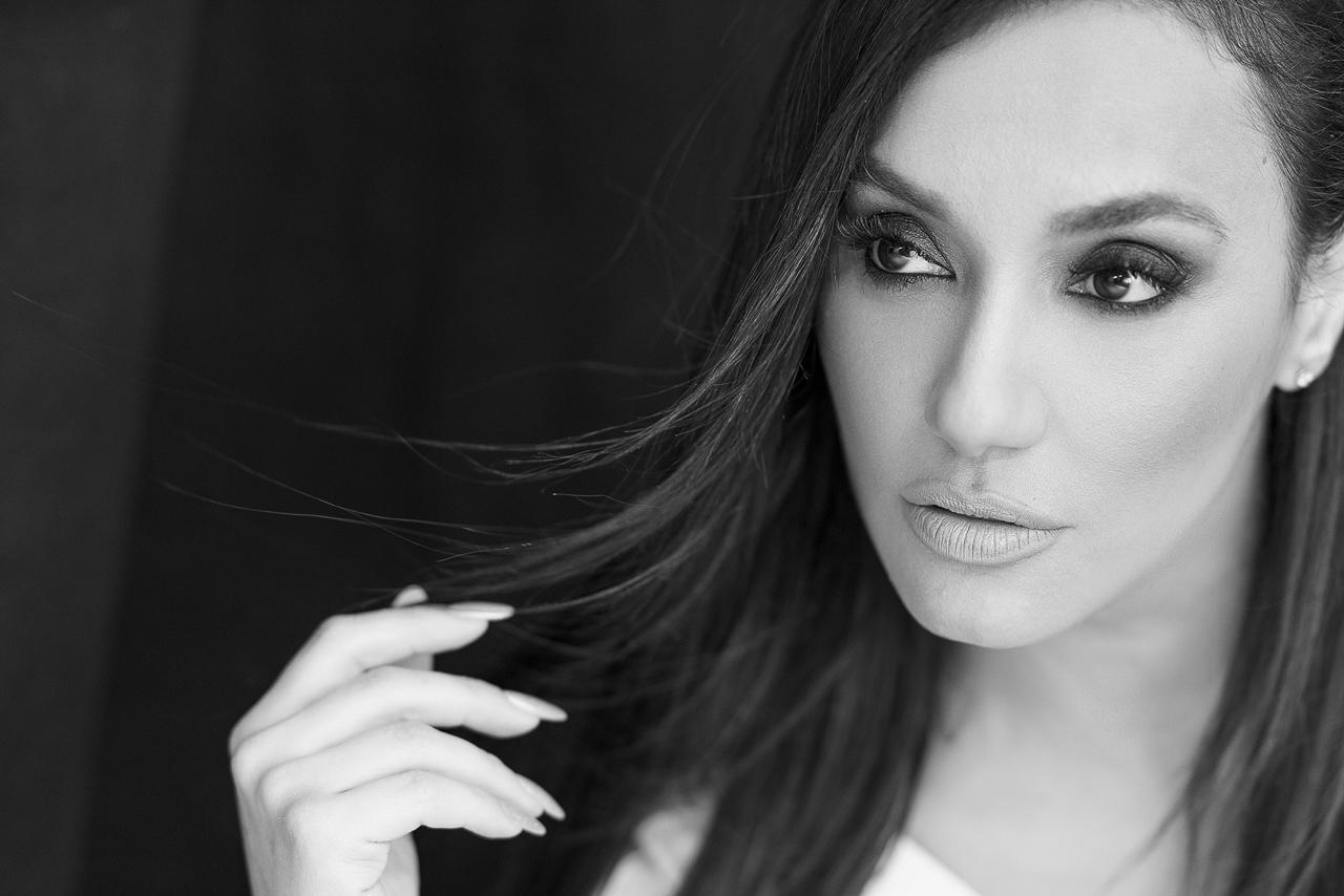 Мария Илиева във фотосесия за списание Diva Magazine